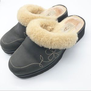 UGG CLOG Dark Gray embroidered Shearling Lined 8